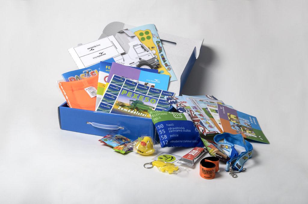 Prvňáčky potěší kufřík plný užitečných pomůcek, které jim pomohou třeba i na cestě do školy. FOTO: ARCHIV YASHICA